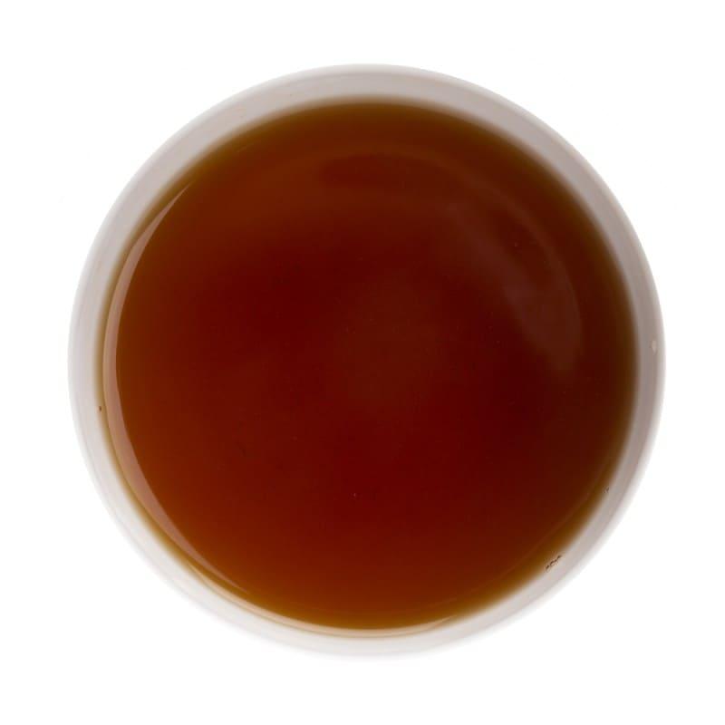 Robe du thé noir Douchka en tasse